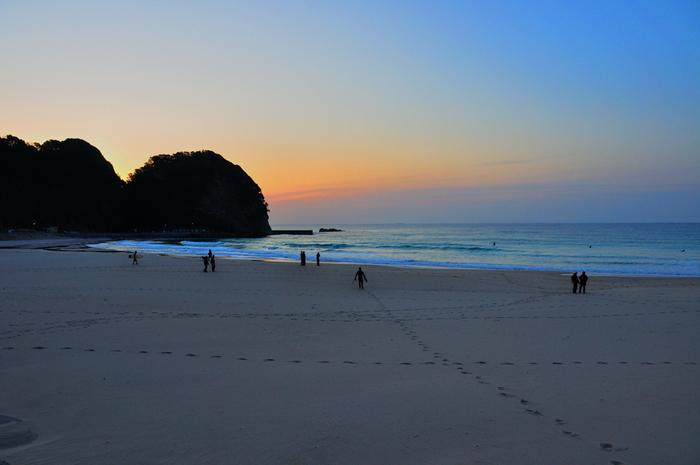 770mも続いている砂浜からの眺めは最高。  CMやドラマ撮影がよく行われる浜として知られています。