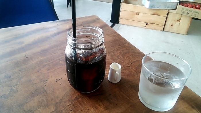 珈琲は東京のONIBUS COFFEEの豆を。エスプレッソマシンはスレイヤーを使用。
