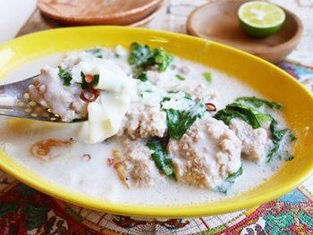 ココナッツミルクを使ってエスニックなスープにも餃子の皮が合います。ピリっとしていても小エビの旨みとミルクのまろやかさで、口当たりは柔らか♪パクチーをちらしてエスニックを楽しみませんか?