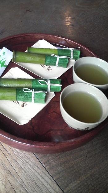 青竹に入った水羊羹。餡は赤福のものを使用。朔日餅のなかで唯一餅菓子ではないですが、とても人気の高い商品です。