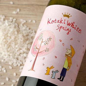 こちらは、お祝い事なども多い春のためにギフト。ワインボトルに入っているのは、魚沼産コシヒカリと同じ環境で生産された、年間700俵しか収穫されない希少米です。