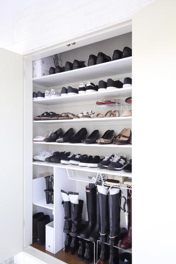 靴を保管するときには、きちんと汚れを落とし、革に栄養を与えたり、補色して整え、防水スプレーをしておくことが大事なのだそう。そして、高温多湿な場所での保管は避け、直射日光の当たらない場所で保管します。長期間保管する場合は、時々出して、風通しの良い場所で陰干しすると良いそうです。