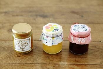 京都・北白川通りにある「ちせ」は、生活の中にそっと溶け込み、毎日を少し特別にしてくれるものが集まるお店。写真のtorajamは、ジャム職人のいのはらしほさんが作った、自然な甘みの自家製ジャム。可愛いギフトボックス入りもあります。