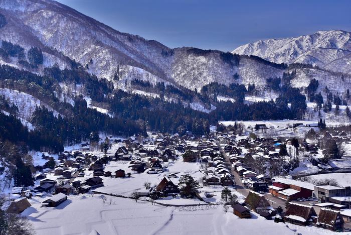 岐阜県といえば、昔ながらの町並みを残す『飛騨高山』。伝統工芸の『美濃焼』。世界遺産の『白川郷』。そして、それらを見下ろす『北アルプス』の山々。もう既に、そんな数々の風景が思い浮かんでいるのではないでしょうか?
