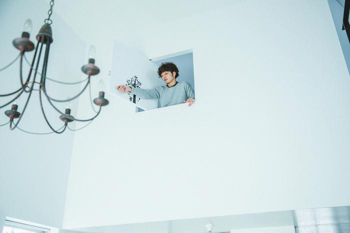 子どもの寝室には小窓があり、一階を見渡せるようになっています