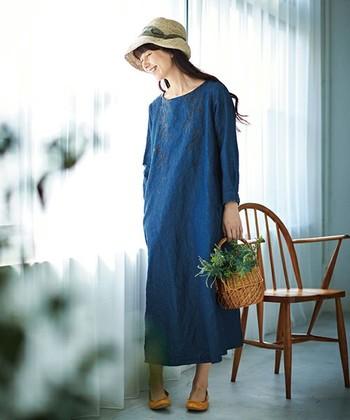 今流行のロング丈は、簡単に大人な雰囲気に。余裕のある着こなしを見せることができるので、垢抜けたスタイルを楽しみたい人におすすめです!