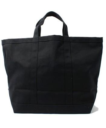 「PERUSKASSI」(ペルスカッシ)  こちらも大容量ですが、中にも外にもポケットがついていない非常にシンプルなデザインです。