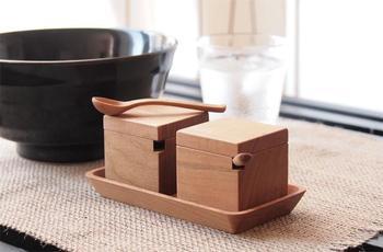 無垢木材で丁寧につくられたスパイスボックス。 新生活をはじめる人にプレゼントとして贈ってもいいかも。