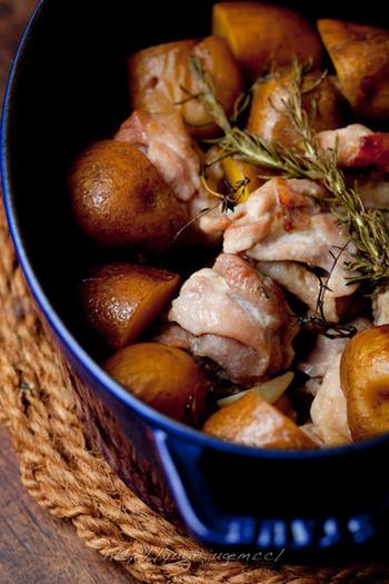 じゃがいもと豚肉をソテーし、鍋ごとオーブンに。出来上がったら、テーブルに直行!育ち盛りの男の子のいる家庭におすすめです(^.^)