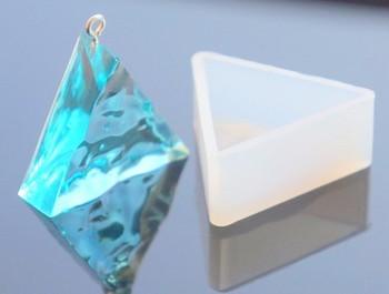 本物の水晶と間違えてしまいそう。