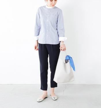 柔らかなエコレザーで作られた、ショルダートートバッグ。毎日持ち歩くことができる、シンプルで飽きの来ないデザイン。軽量なので、たくさんものを入れても軽やかに出掛けられます♪
