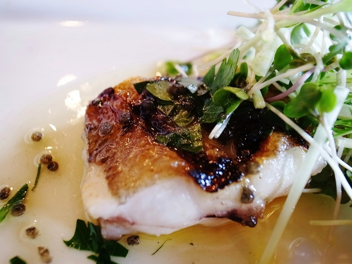「柳かれいのソテー・キャビアソース」 「柳かれい」は庄内浜の特産物。滋味豊かで、噛めば噛むほど味わいが増す、美味しい魚です。