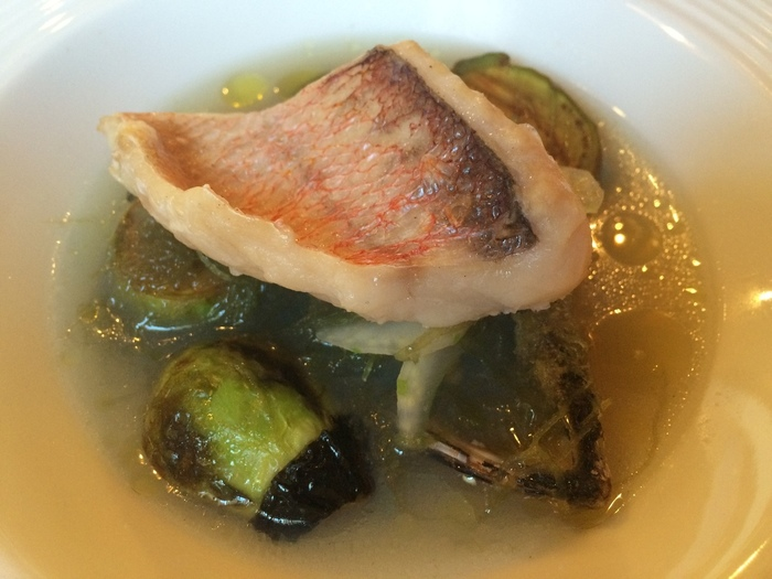 「甘鯛と笑貝とエゲシのスープ」 貝・魚・野菜。庄内の食材が一同に揃った一皿。 魚介と野菜からの出汁も実に美味しそう。