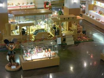 こちらは「世界の木のおもちゃ館」。大人も一緒に楽しめそうな展示物ですね!木のぬくもりを感じられる、とても素敵な施設です。