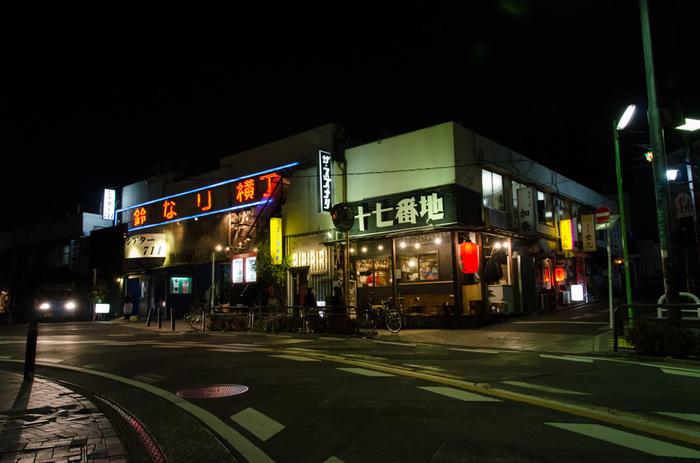 小劇場の聖地として有名な下北沢には、たくさんの劇場があります。そのうちの1つが、鈴なり横丁2階にある「ザ・スズナリ」。時にはテレビや映画で観る方の熱演を間近で観ることが体感できることも。観劇したことない方は、思い切ってお出かけしてみては? 知らない世界が広がっているかもしれませんよ。