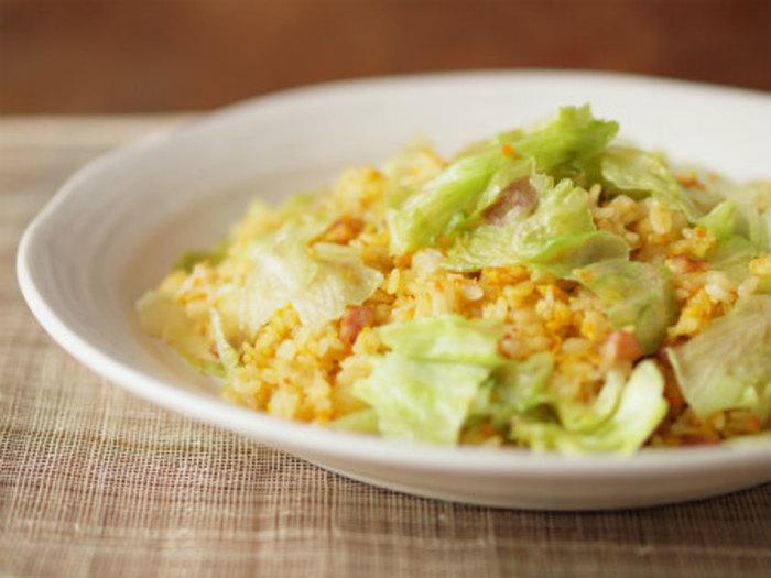 お店でも見かける、レタスの炒飯。加熱したレタス料理の中ではかなりメジャーな一品です。 具材を変えて、色々楽しめそうなのも◎