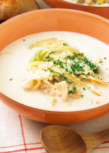 レタスを加えて作る、洋風のミルク豚汁。  牛乳のまろやかさに、味噌で深みをプラス。生姜効果で体が温まりますよ。