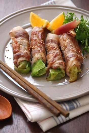 簡単なのに美味しい、メインにもなるおかずのレシピです。  調味液に漬けたお肉の柔らかさと、程よく火が通ったレタスの食感が絶妙!