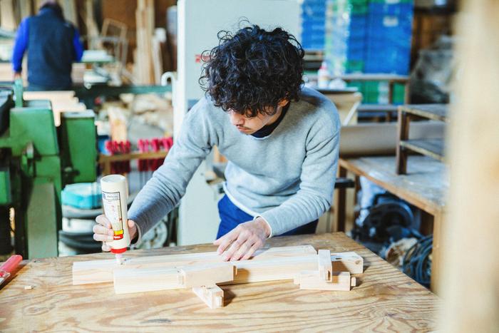 【新連載】minne×Amorpropio「ハンドメイドのある暮らし」 vol.1 木工家具作家・岸本直人さん