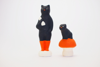童話の『長靴をはいた猫』の中から飛び出してきた猫。 童話とはまた違った印象の主人公は、作家性が色濃く表現されています。
