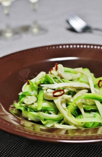 細く切ったアスパラはシャキシャキ食べやすいですね。エリンギの優しい食感もプラスされて、白ワインを飲みたくなる味わいです。