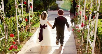 2人らしいナチュラルウェディング。 これからどんどん注目度が高くなるでしょう!やることいっぱいですが、手作りが多い結婚式は温かいです。ゲストにも伝わります。結婚準備、実は彼や家族との衝突も多くなります。でも、めげずに乗り越えて下さい。 それを経て夫婦になれるのですから・・・♡