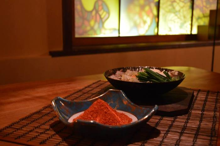 """色も綺麗な""""朱赤""""なので、お料理を鮮やに彩ってくれるだけでなく、大勢て集まるときはあらかじめ器に入れて食卓に華やかなアクセントとして出しておくのも素敵。"""