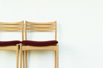 デザインが気に入った家具があったら、まずは無垢材でできているのか、突板でできているのか製法を確認してみましょう。お手入れ方法などもあわせて確認しておくといいですね。
