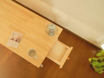 どこか温かみのある無垢材の家具。インテリア上級者の中でも無垢材はとくに人気のある素材です。無垢材は長く使っていくほどに味わいが増し、それぞれのおうちのカラーに染まっていくものです。家族とともに時間を重ねていくことができる無垢材とは、どういうものなのでしょうか。