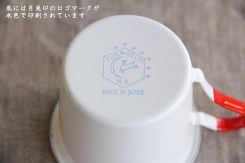 月へ羽ばたくうさぎのロゴは「MADE IN JAPAN」の文字と共に優しい空色で印字されています。