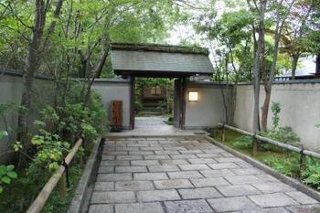 旅亭「田乃倉」は、湯布院の風情をゆったり堪能できる大人の宿。そこには、贅沢な空間が広がっています。