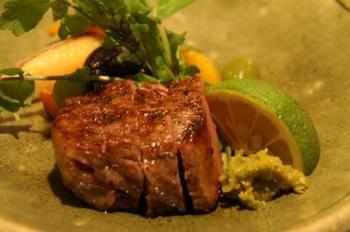 夕食の一品。  厚切りのお肉をワサビとすだちでさっぱりと。