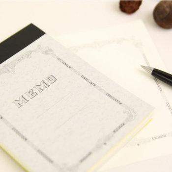 人気文房具ブランドの「水縞」が、重厚感のあるノートとして定評のあるツバメノートとコラボしてできたメモパット。メモなのに、何となく老舗のような雰囲気が感じられます。