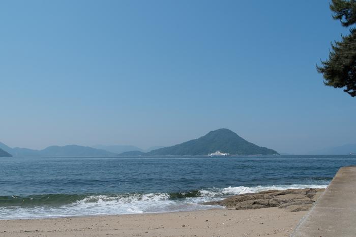 海辺を歩きながら見る景色は、広島市内とは思えないほど、自然にあふれています。