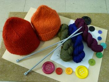 ベビーアルパカの糸で編まれた帽子。 こんなきれいな色ならずっと編んでいたくなりますね。