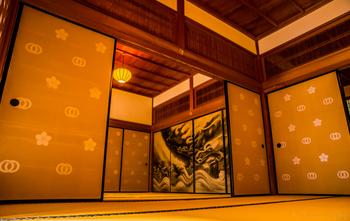 龍野城本丸御殿の襖絵・・・広間の奥に棲む龍の息遣いが聞こえてきそうです。