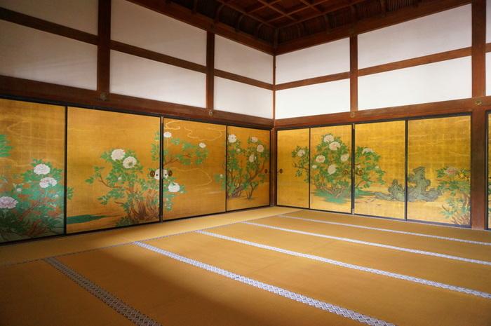 大正天皇ゆかりの「御影堂(みえどう)」の見事な襖絵です。大覚寺のなかでは比較的時代が新しく洗練されています。