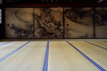 壮大な襖絵「雲龍図」・・・海北友松(かいほうゆうしょう)が描いた襖絵。竹林七賢図に並ぶ大作です。