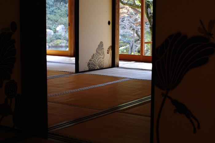 奥行きのある伝統的な空間にモダンなデザインが際立ち、不思議と違和感を感じさせません。