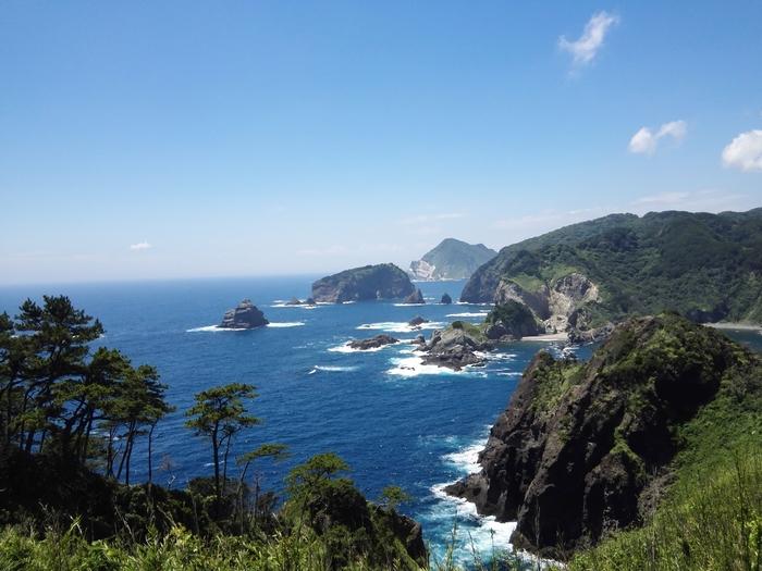 「ヒリゾ浜」は、静岡県・伊豆半島の最南端にある海岸。浜へは、船でしか渡ることができません。