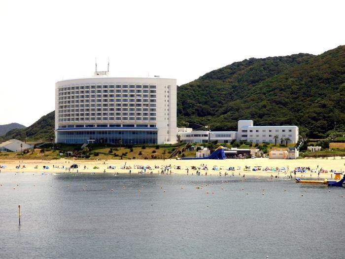 リゾートホテル「伊良湖シーパーク&スパ」の前にあるため、泊まりもOK!海は浅瀬で、波が穏やかなのが特徴です。