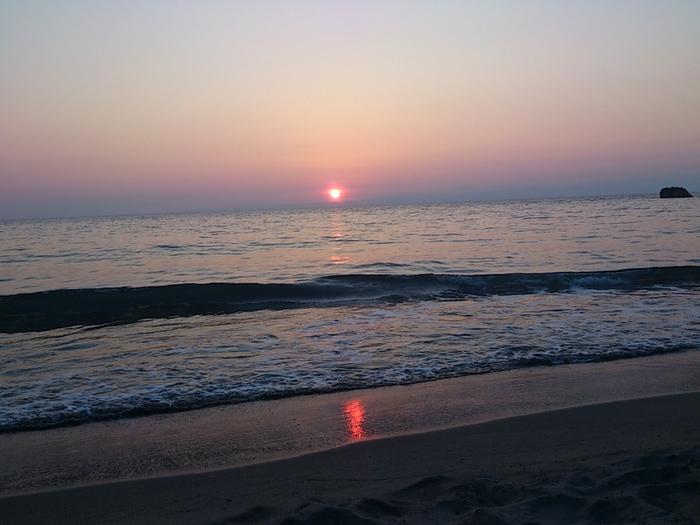 夕暮れになると、日本海に沈む夕陽を見渡せます。ずっと目に焼付けておきたい光景が広がります。