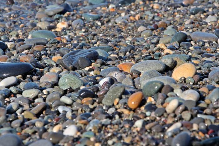 「ヒスイ海岸」と呼ばれているのは、海岸で翡翠(ヒスイ)の原石を拾えるから。日本で翡翠の原石が手に入るのは、ごく限られた場所だけなのだそう。