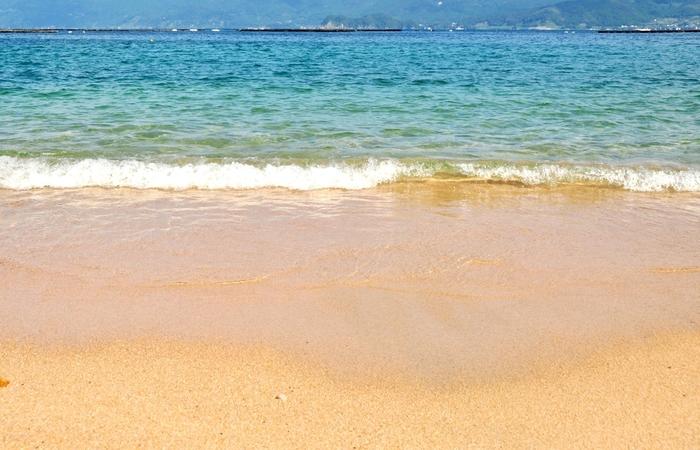 夏だけに許される贅沢な過ごし方。キレイな海が広がる海水浴場で、この夏の素敵な思い出をつくってくださいね☆