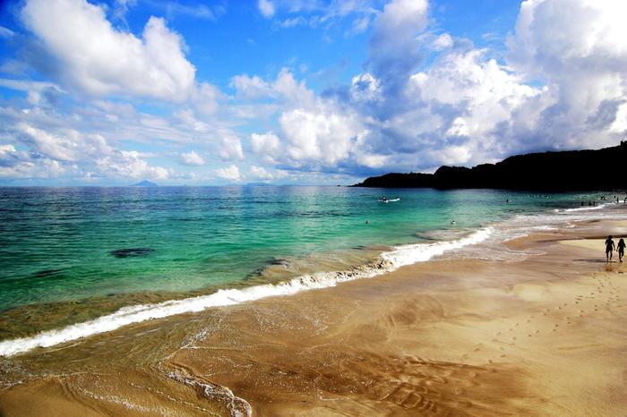 夏に一度は行きたいスポットが、海を望む海水浴場。せっかくならば綺麗な海が広がる海水浴場を訪れたいもの。そこでキナリノ女子に向けて、この夏訪れたい中部地方の海水浴場を厳選してみました。