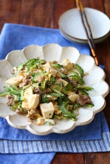 味付けは白だし任せでOKな、お手軽チャンプルーレシピ。お豆腐は手で崩すことで、味が馴染みやすくなります。仕上げはたっぷり鰹節を振りかけて、さらに旨味アップ!