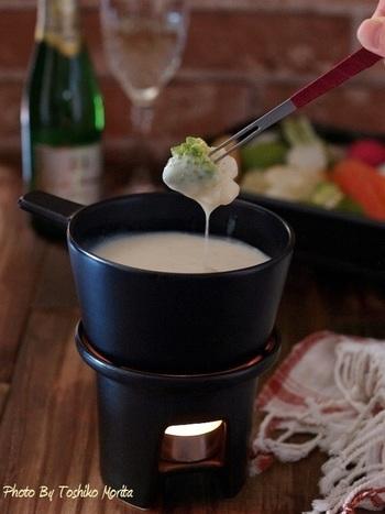 根野菜にぴったりなバーニャカウダは、塩麹の旨みと発酵パワーがたっぷりです。熱々のソースで頂きましょう。