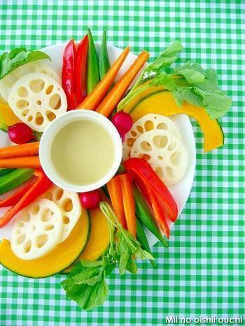 盛り付けが美しいのは勿論ですが、お野菜の色合いにこだわってみてもとっても綺麗です。赤、黄色、緑、オレンジ…色とりどりのお野菜は、見ているだけで明るい気分になりますね!