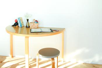 壁際には『これしかない』。アルテックの半円テーブル