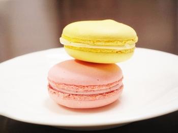 ■マカロン■ アカシエの看板商品ともいえるマカロン。 ムラングフランセーズならではの贅沢な口溶け、上品な甘さが人気です!